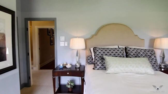 небольшая кровать