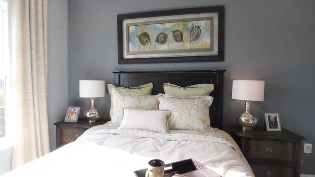 кровать для просторной спальни