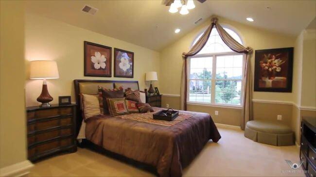 замечательная кровать в спальную комнату