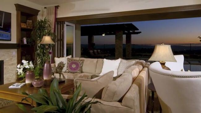 диван для размещения гостей