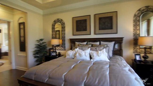 удобная кровать для спальни