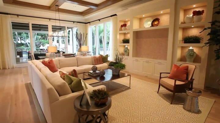 вместительный диван для гостиной