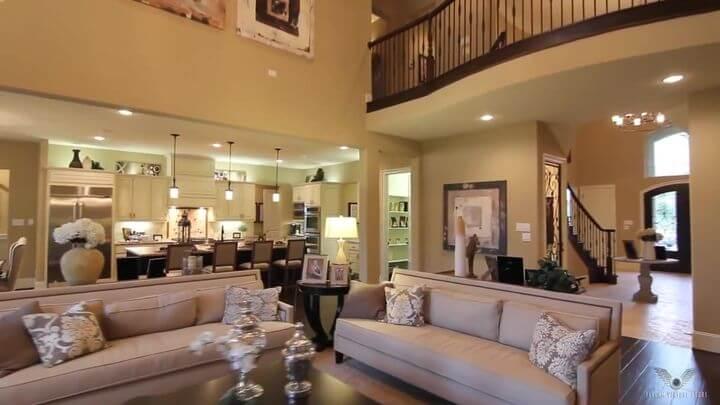 уютный диван для гостиной