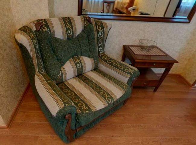хорошее кресло для гостиной