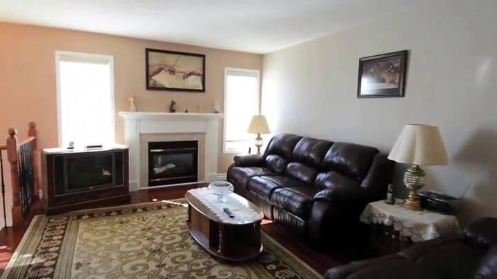 красивый диван в коже