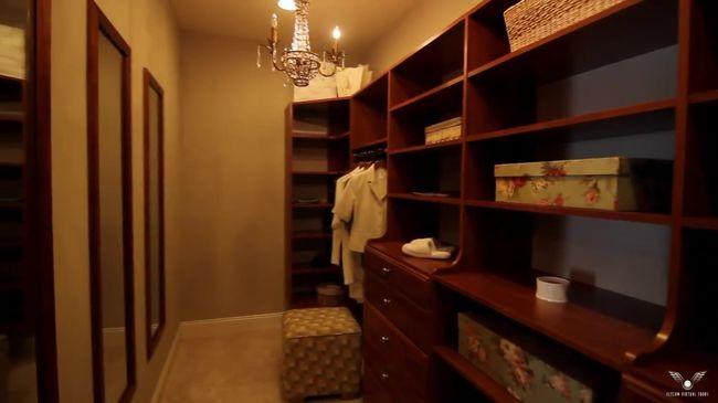 богатая мебель для гардеробная