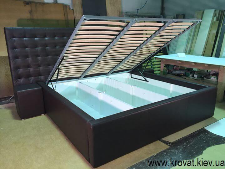 кровать с высоким подиумом