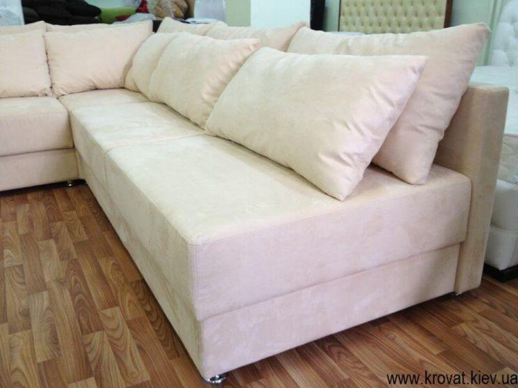 кутовий диван с подушками