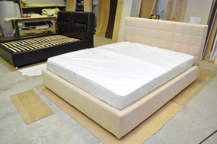 изготовление кроватей с чехлом на заказ