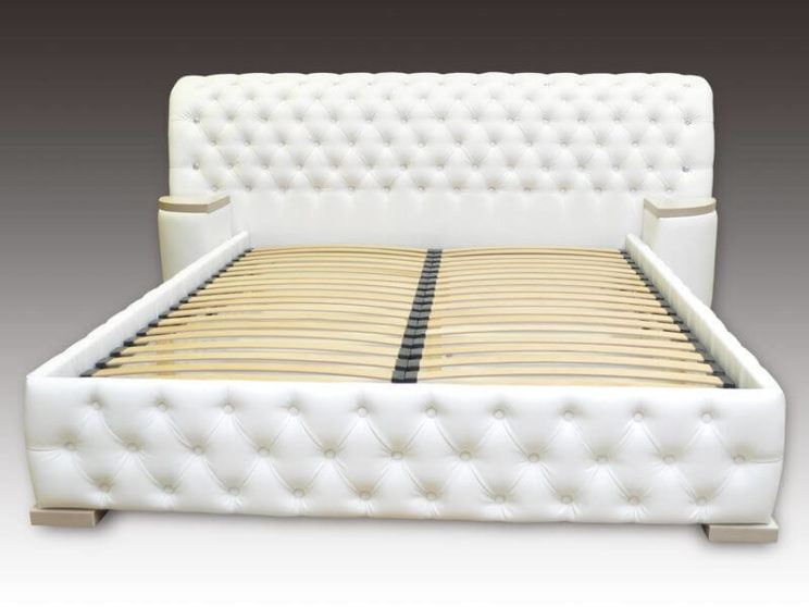 кровать Честер с прикроватными пуфами