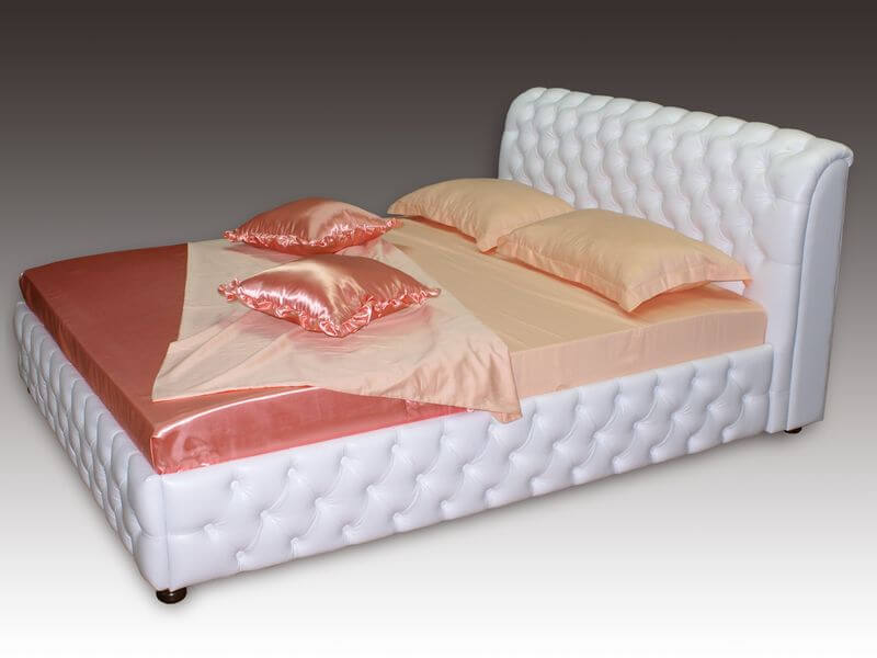 кровать Честер с каретной стяжкой
