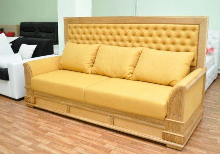 мягкий диван из дерева
