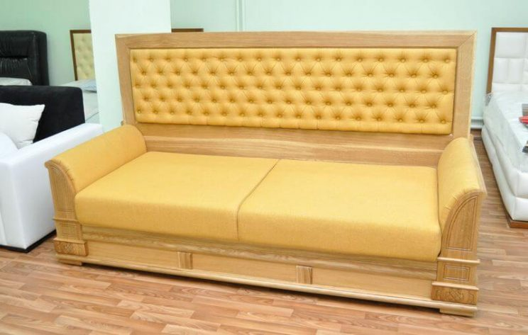 классический мягкий диван