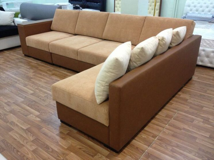угловой бежевый диван