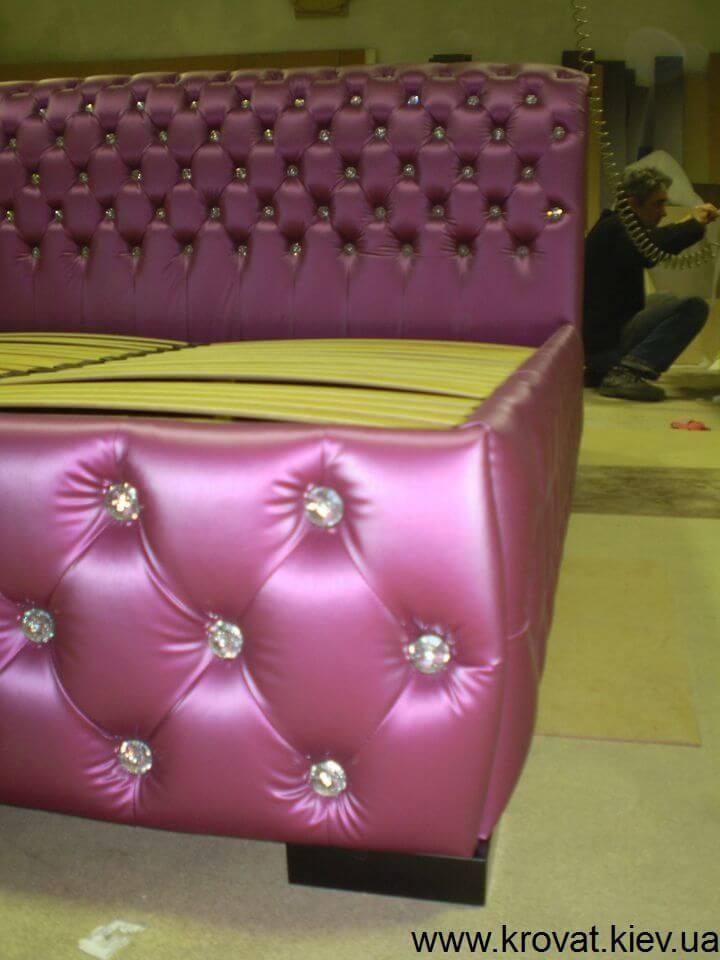 кровать в фиолетовом цвете на заказ