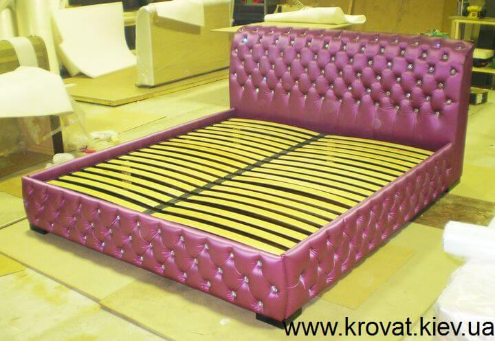 фиолетовая кровать в спальню на заказ