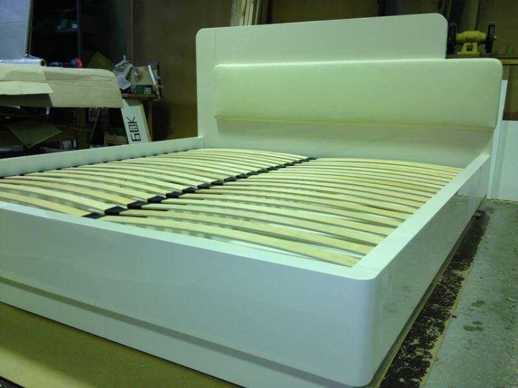 Кровать белый глянец на заказ