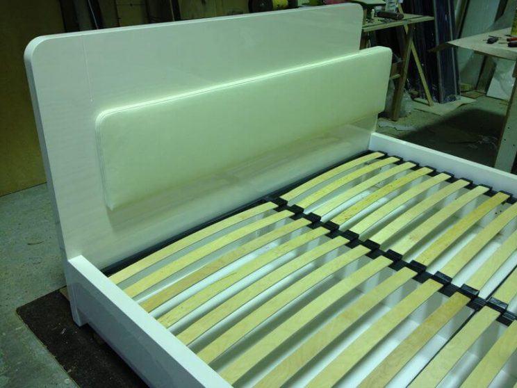 кровать из крашеного МДФ глянец