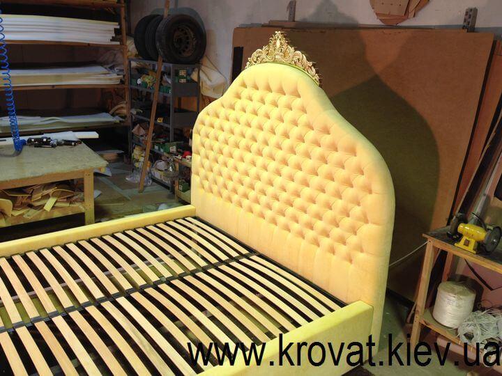 кровать в стиле классика