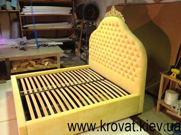 ліжка в класичному стилі