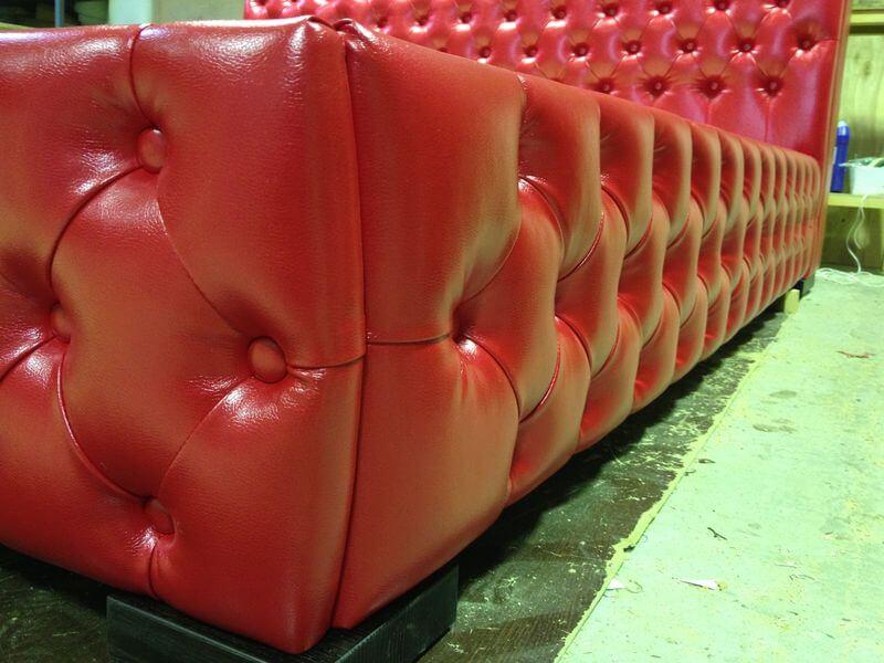кровать Честер в кожзаме красного цвета