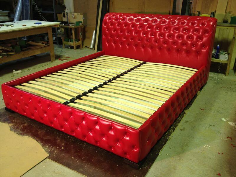производство кроватей с пуговицами