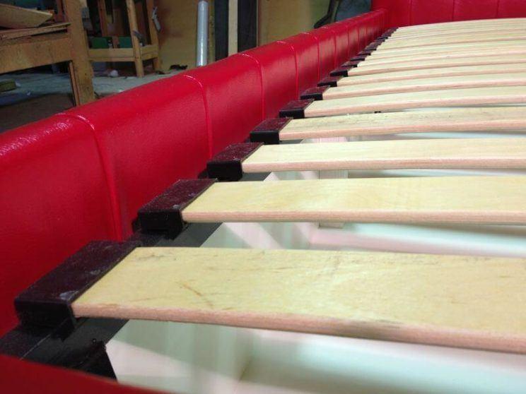 производство кроватей с пуговицами на заказ