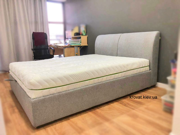 кровать с мягкой спинкой на заказ в спальню