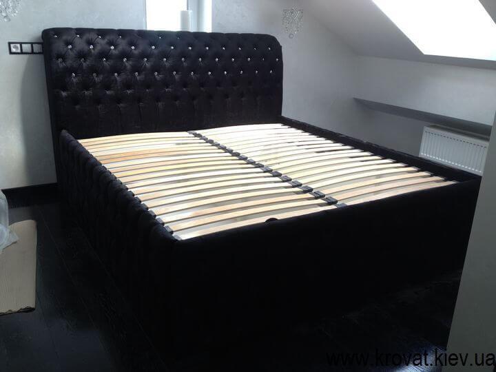 ліжко з кристалами в спальню