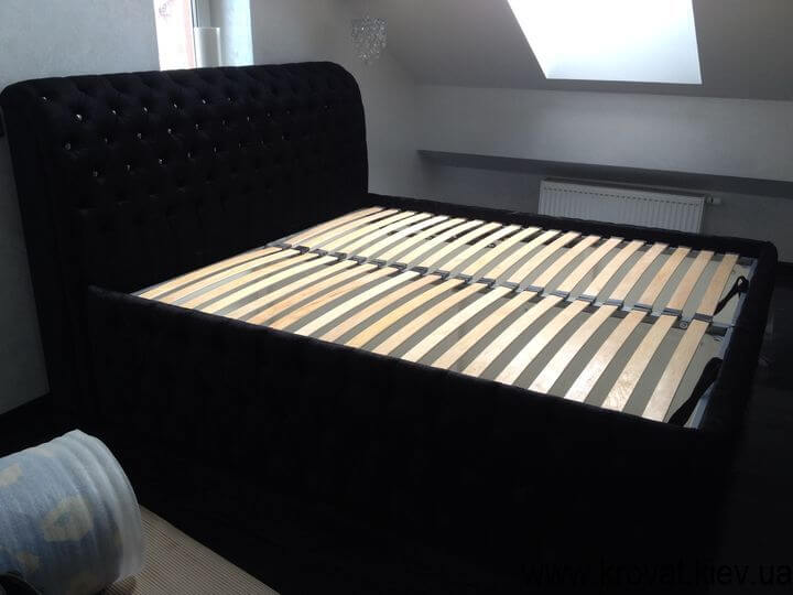 ліжко з кристалами