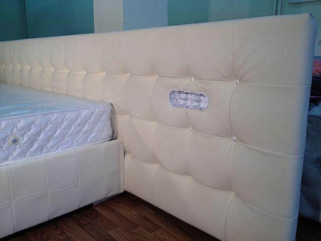 ліжко в штучній замші