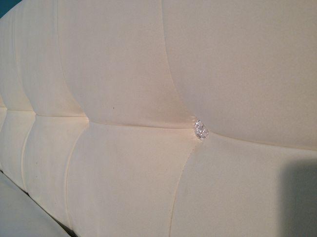кровать в дорогой ткани