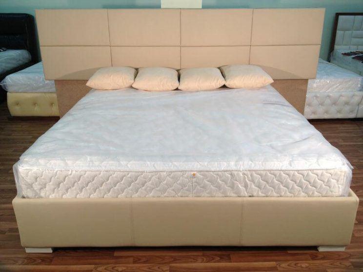 кровать с квадратами