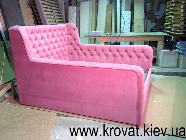 кровать для девочки в розовом цвете