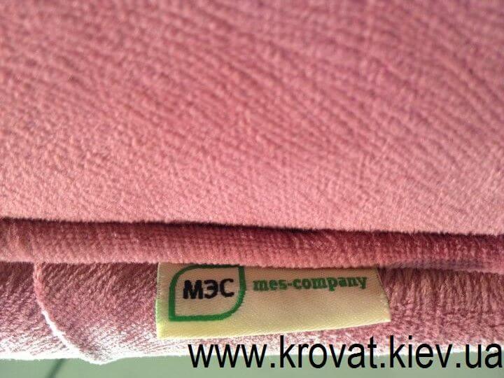 рожеве ліжко від МЕС Компані