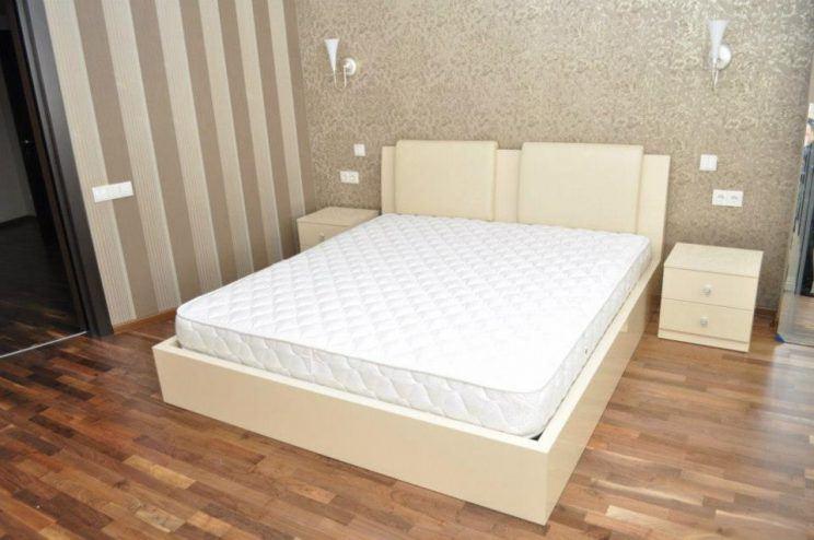 ліжко з тумбочками