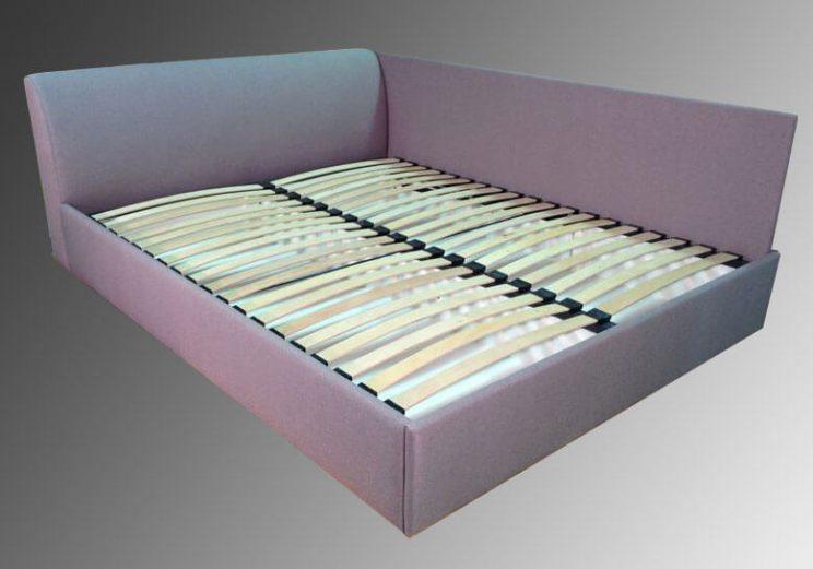 кровать углом