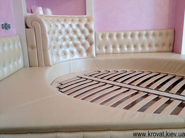 полукруглая кровать в спальню на заказ