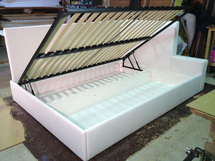 ліжко з подвійною спинкою