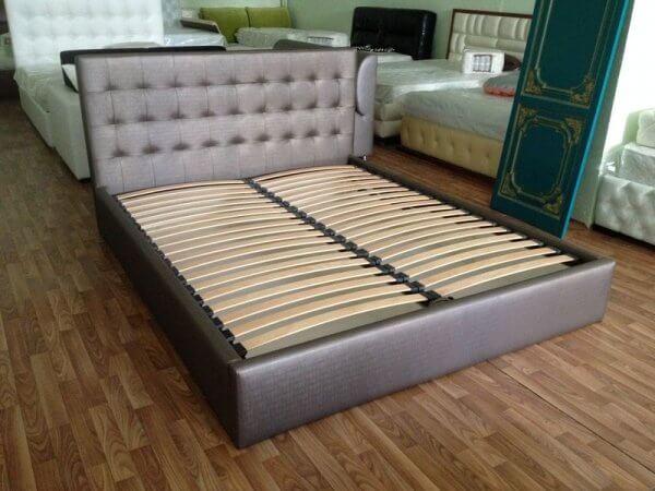 ліжко з ламелями