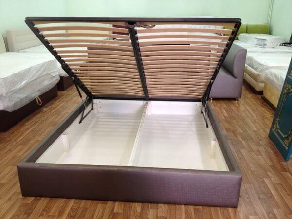 ліжко з ящиком