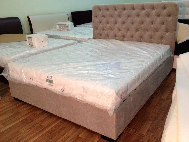 ліжко в спальню