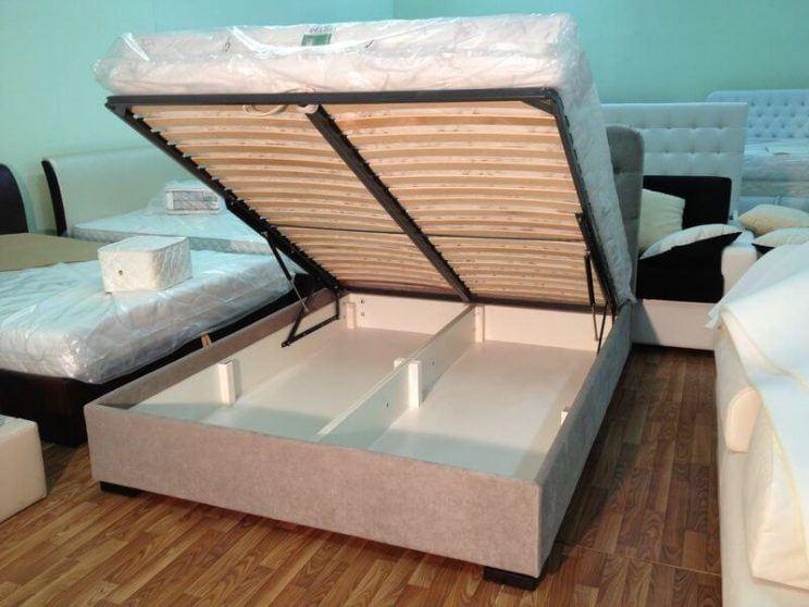 кровать в ткани