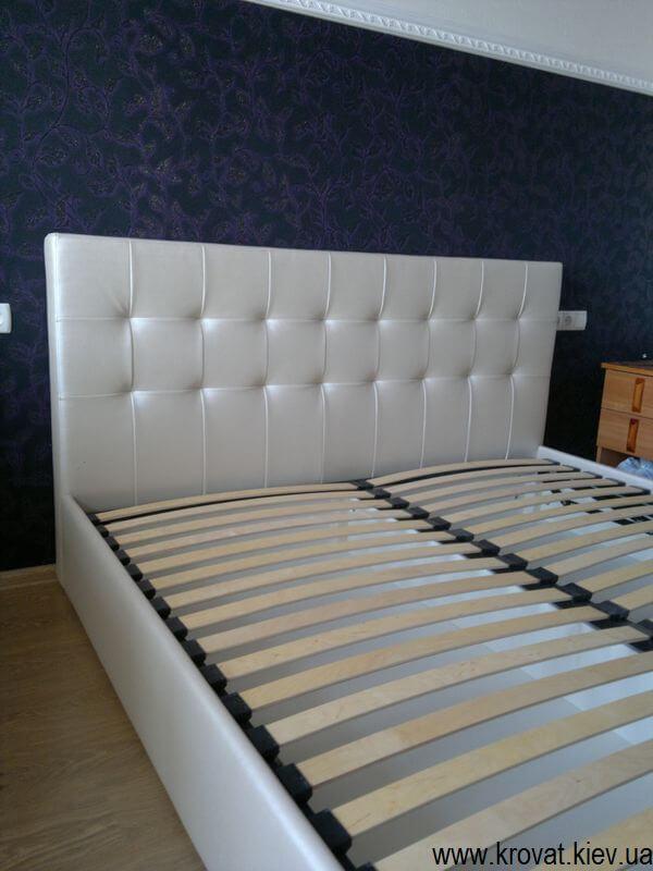 ліжко з газовими амортизаторами