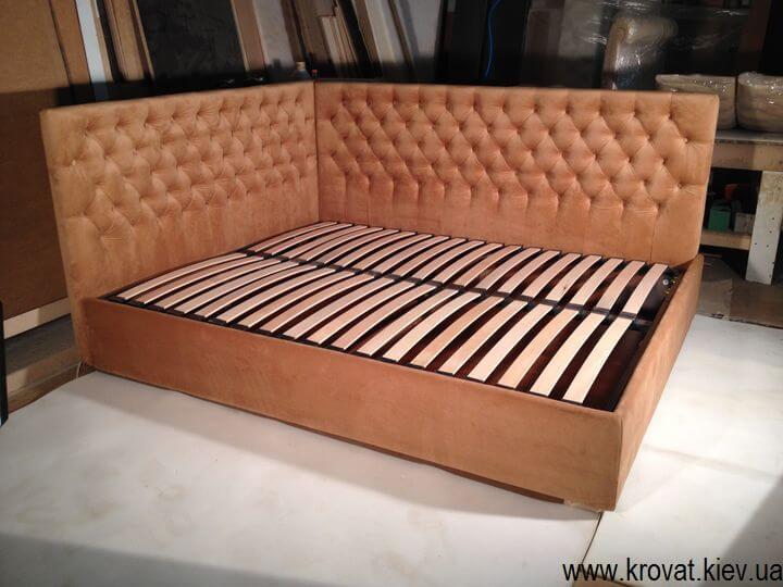 угловая кровать с двумя спинками на заказ