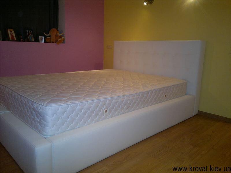 біле ліжко
