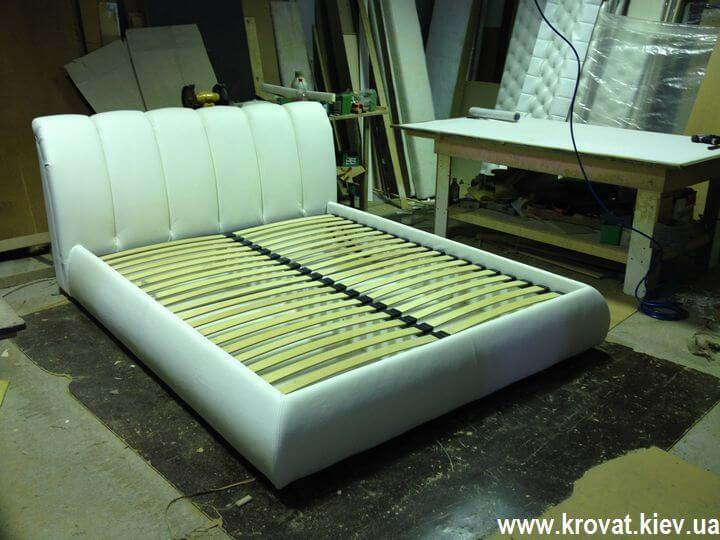 ліжко в шкірі