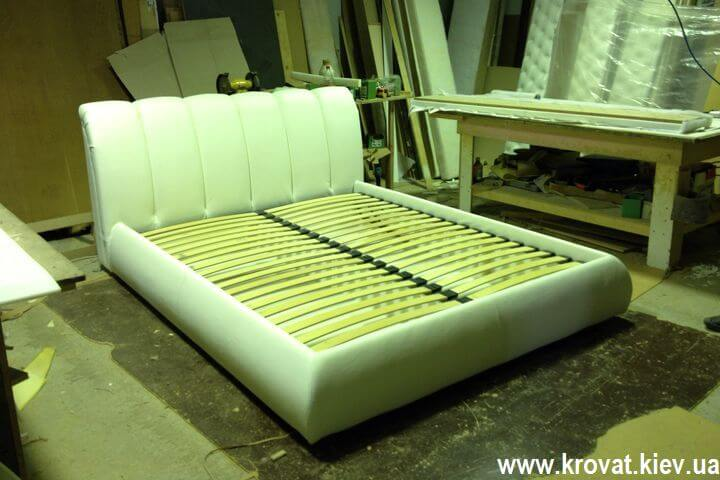 шкіряне ліжко