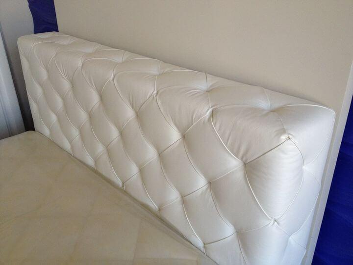 узголів'я ліжка з ромбами