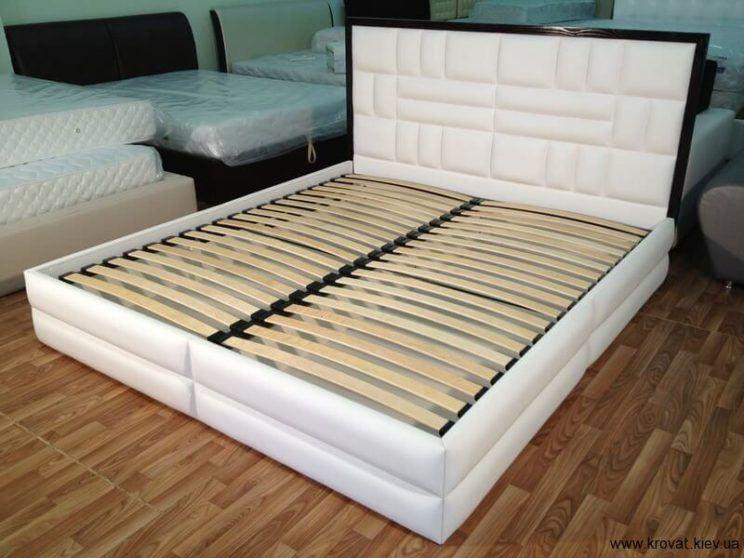 спинка кровати с обрамлением